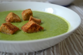 (30 Days of Vegan) Day 1: Pea and Mint Soup